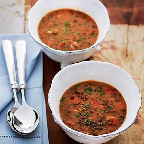 Sopa de lentilha com chouriço e bacon